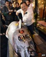 Kiyoshi Kimura with his record, $736,000, 269kg bluefin tuna.